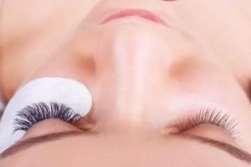 Wie du Wimpern Extensions selber anbringen kannst