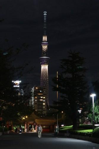Tokyo Skytree, diambil selepas keluar restauran dan menuju kuil