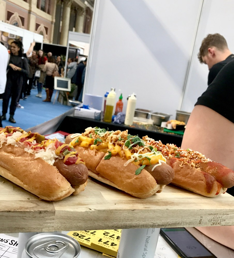 3 Delicious looking Hot Dawgs from Pig Ouy