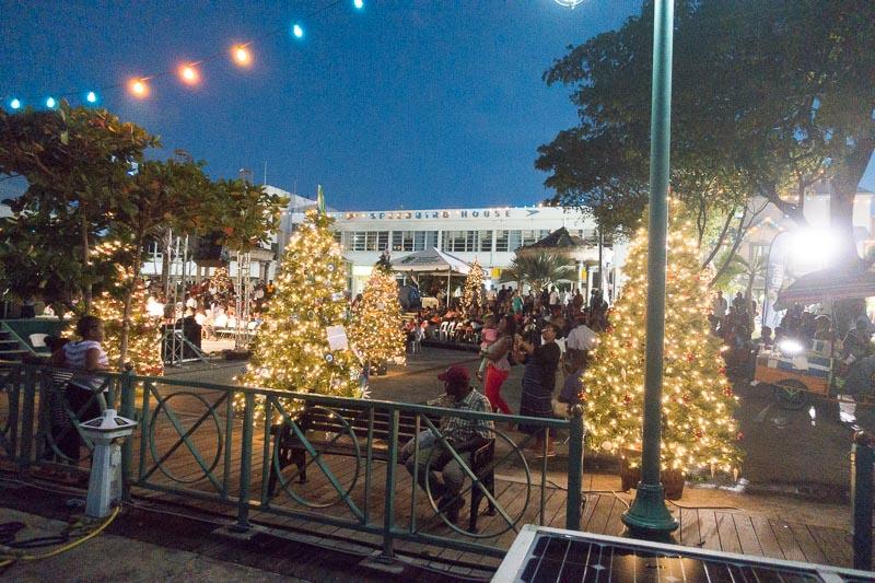 Weihnachten in der Karibik. Barbados at night