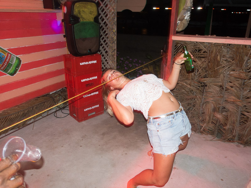 Isa beim Limbo Dance