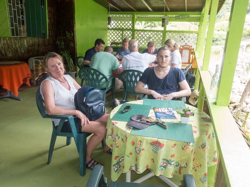 Regenwald auf Dominica: Warten auf das Essen