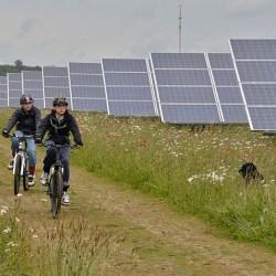 Community Solar Garden/Farm-(Westmill_Solar_Cooperative_1 Creaive Commons GNU Free Documentation License)