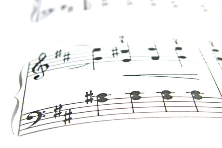 music-1567826-freeimgaes-by-tijmen-van-dobbenburgh