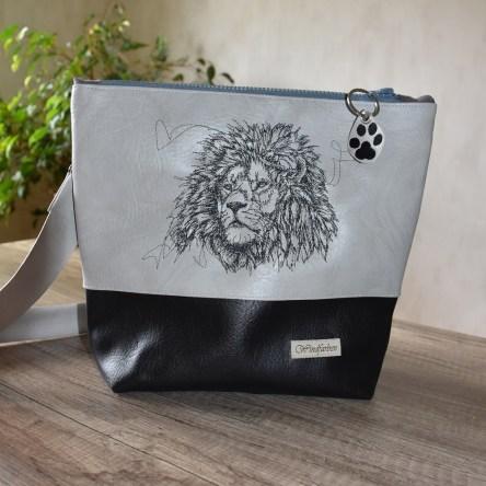 Löwe hellgrau-schwarz