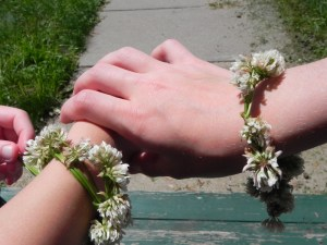 picture of clover bracelets