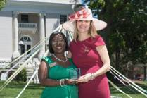 Marsha Stringer, WC '96, BU '03, '05 awards Brooke Statham, WC' 00, the Outstanding Alumni Award 2016 Alumnae Reunion Weekend