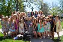 Phi Mu students and alumnae pose for a photo. (AJ Reynolds/Brenau University)