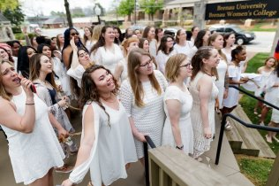 Junior students sing to the seniors before being able to ascend the Crow's Nest. (AJ Reynolds/Brenau University)