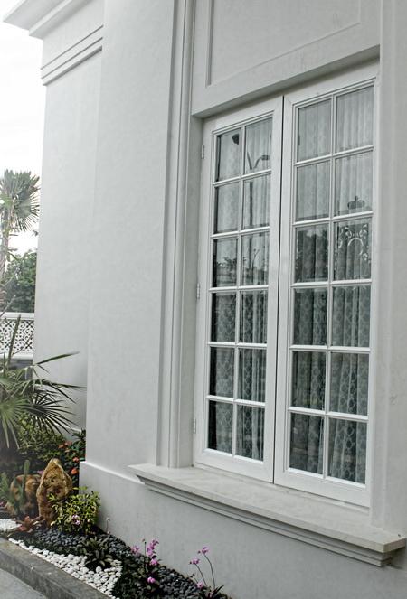 Jendela Kamar Depan