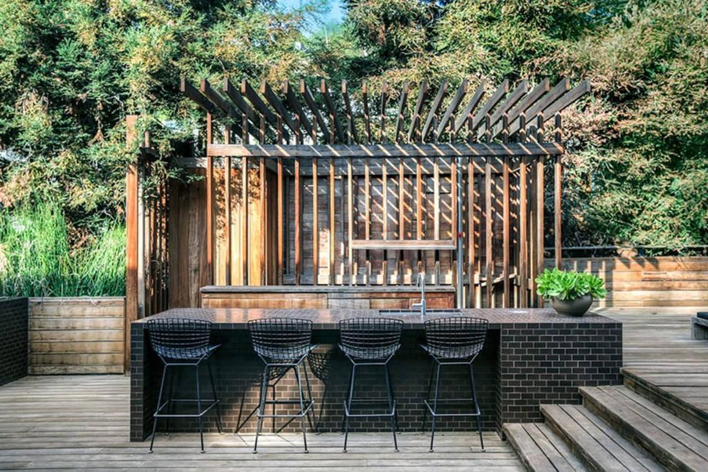 buff and hensman house hollywood hills outdoor bar