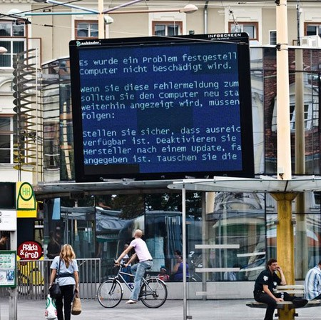 Hey! Atleast it's showing something Most Amazing Blue Screens of Death #1 blue screen