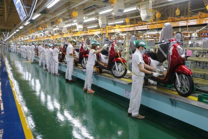 Profesi karyawan pabrik