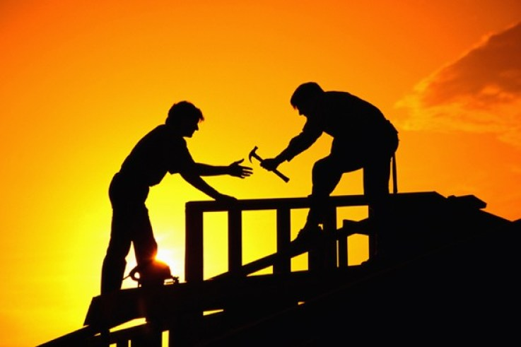 Profesi kuli bangunan yang tersebar di tempat-tempat pembangunan gedung
