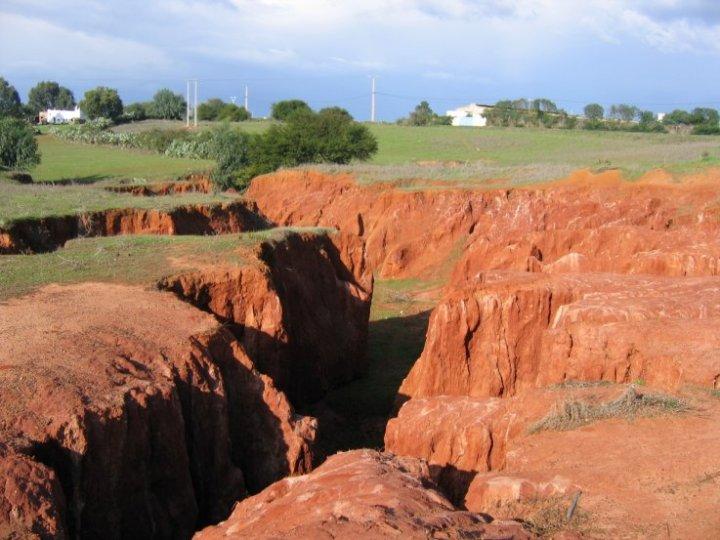 erosi partial, harus dicegah untuk meminimalisir terjadinya tanah longsor