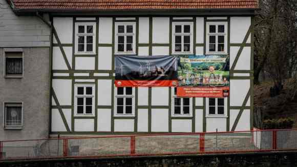 Fachwerkhaus mit Banner Rettet den Reinhardswald