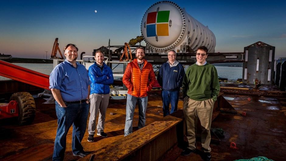 microsoft ingenieros data center - Data Center instalado en el fondo del mar por Microsoft