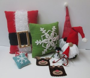 A small sample of the many designs available in the Christmas Pin Loom Set.