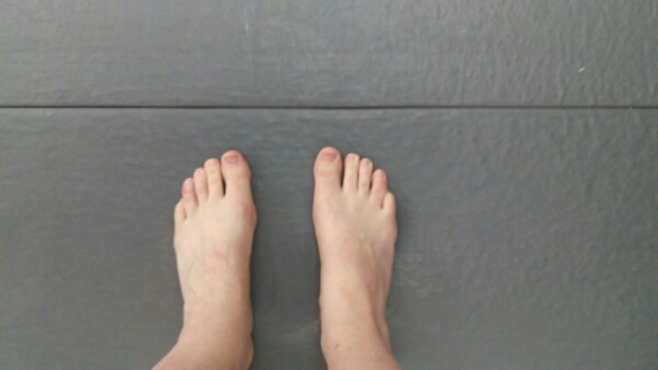 my feet on the mat of my BJJ school