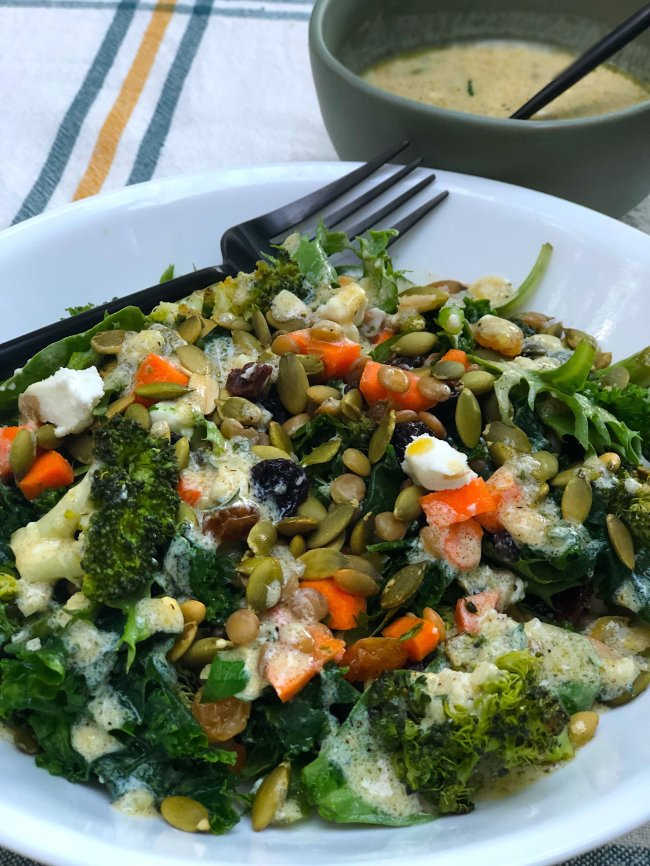 Vegetarian Kale & Lenti Salad Bowls with Creamy Lemon Dressing