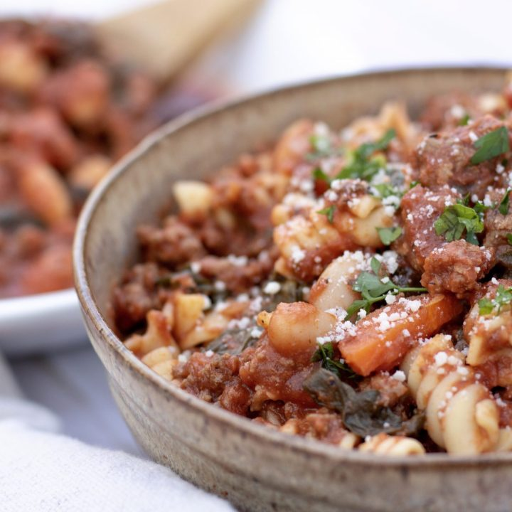 An easy family dinner recipe made with a tomato sauce with ground turkey, spinach and cannelloni beans. The sauce is quick, easy and healthy.