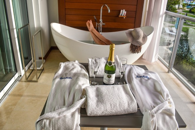 Sandals Royal Barbados | Travel Couple Blog | Caribbean | soaking tub