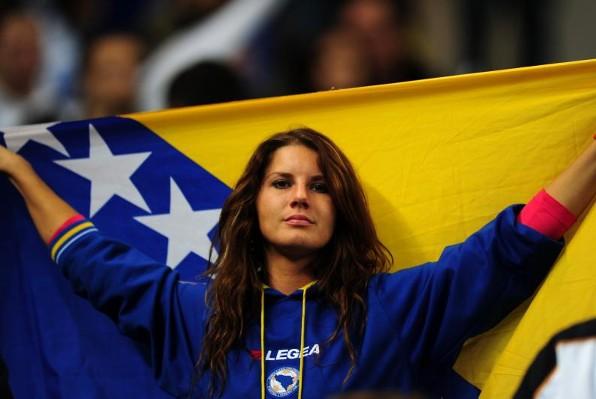 635992693255149866-373478743_Bosnian-football-fans