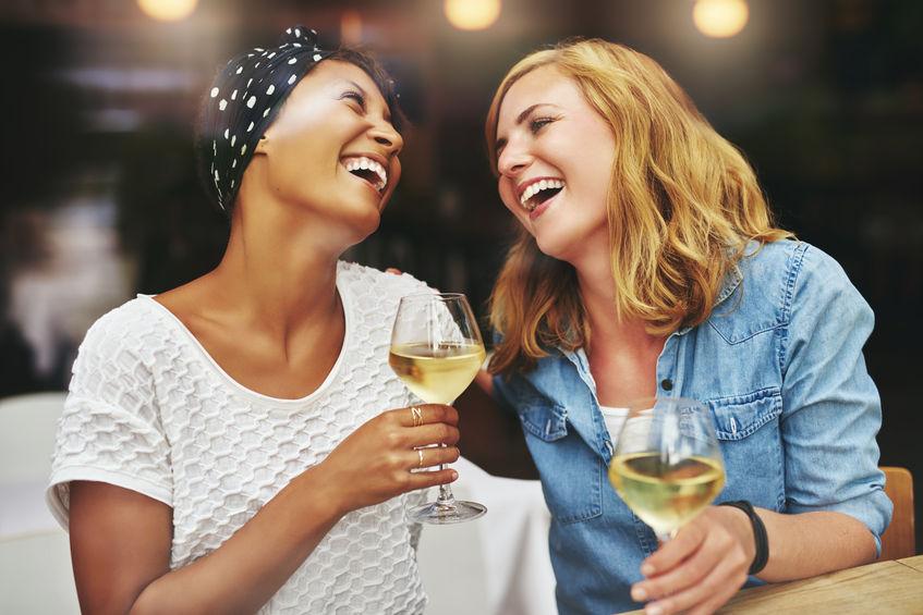 Girlfriends-drinking-wine