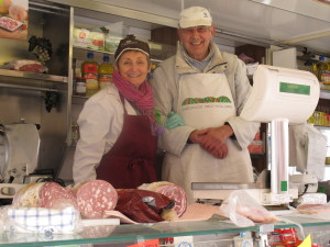 Husband and wife cheese merchants in the Alba mercato