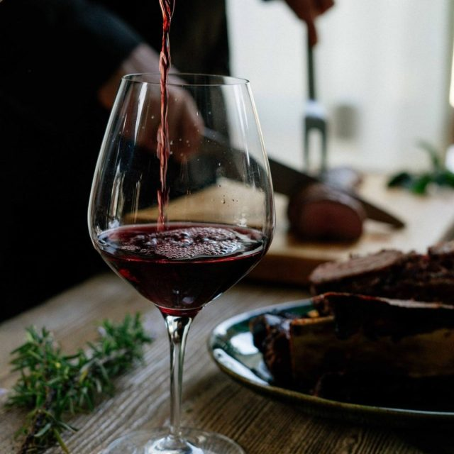 https://wineloversbox.co.uk/ - 8 health benefits of drinking red wine