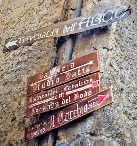Italy.Umbria.18.street.signs