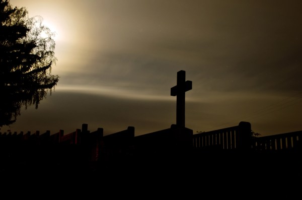 cross_in_a_cemetery