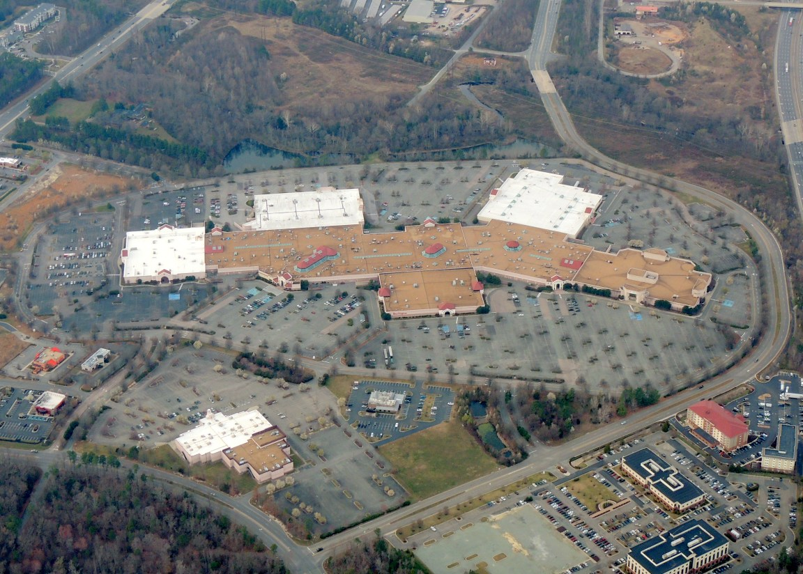 Large Shopping Mall in Richmond Virginia