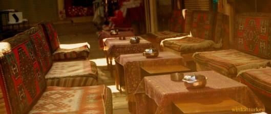 Pequeño local que sirve té, café y algo de comida