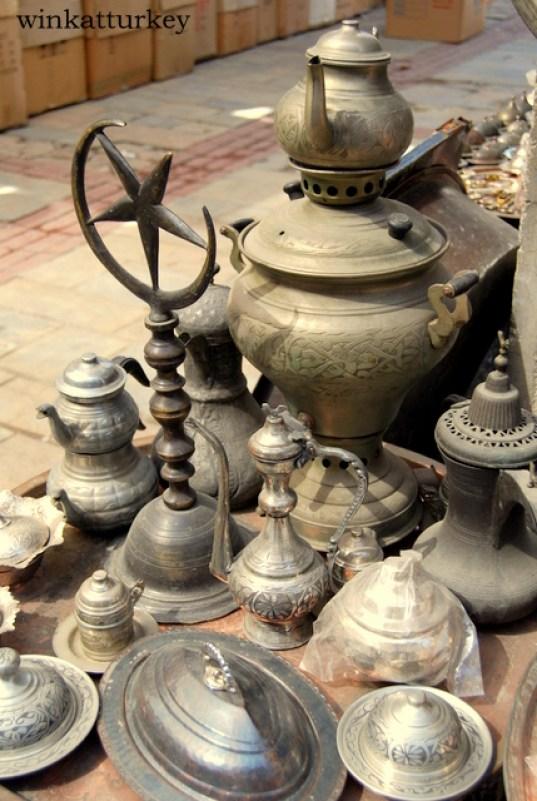 Antiguedades, bronces y latón.