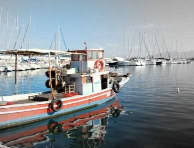 Barco de pescadores del puerto de Urla