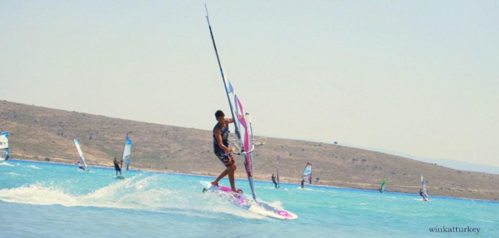Es un espectáculo ver el nivel de algunos de los windsurfers