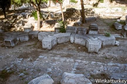 Arco sobre el suelo de las ruinas de Tiatira