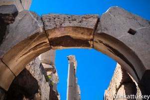 Vista de las columnas del pórtico desde el piso inferior