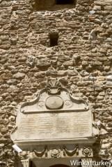 Inscripción a la entrada de la torre