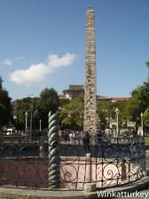 Columna de las serpientes y obelisco de Constantino