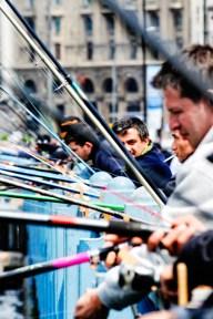 Pescadores en Puente Galata. Foto Emilio Garcia Herrera.