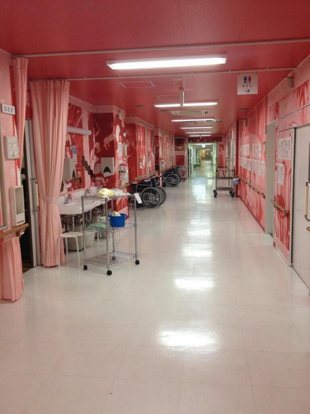 Hospital in Japan - Gigantic red murals as far as the eye could see.