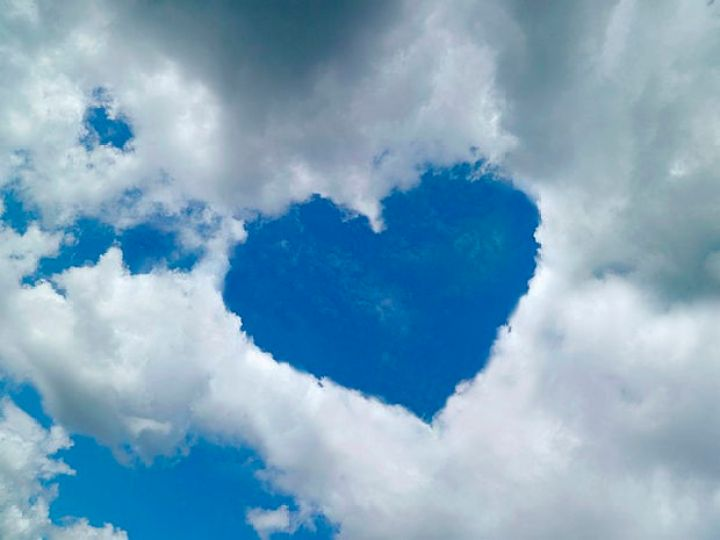 12 Types of Clouds That Are Awesome - Heart - Cloud formations that look like objects.
