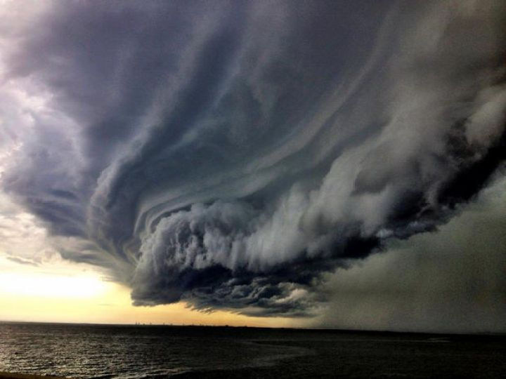 12 Types of Clouds That Are Awesome - Image 3 - Wall clouds.