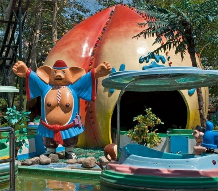 20 Creepy Playgrounds - A pig with breasts...really?