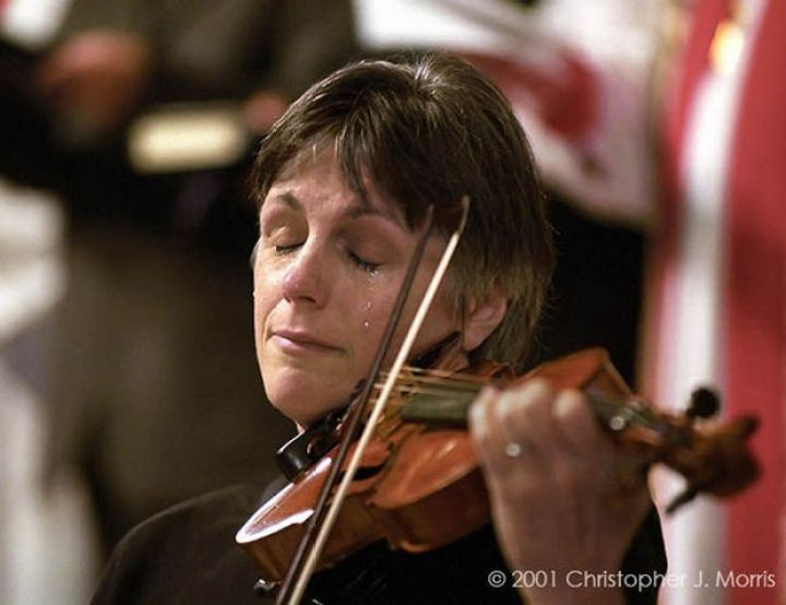 29 Powerful Pictures - Nancy Dinovo, a violinist, cries while playing during a service at Christ Church Cathedral in downtown Vancouver for the victims of 9/11.