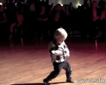 This 2-Year Old Can Jive and Work an Audience into a Frenzy.