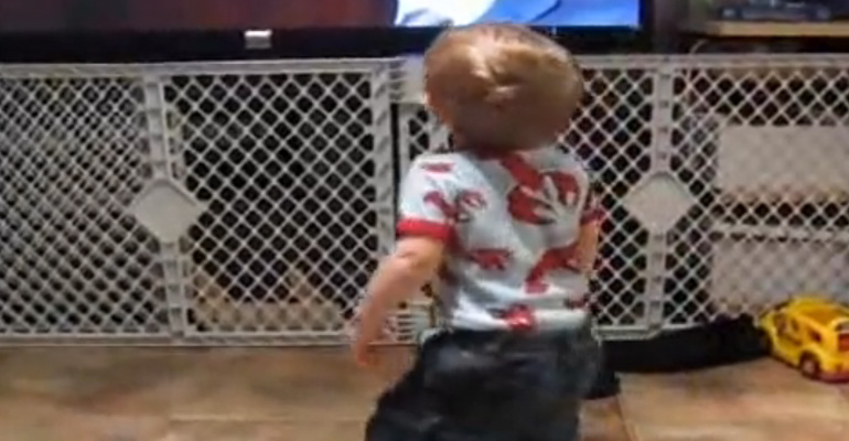 """Dancing Baby """"Getting Jiggy With It"""" Is So Cute!"""