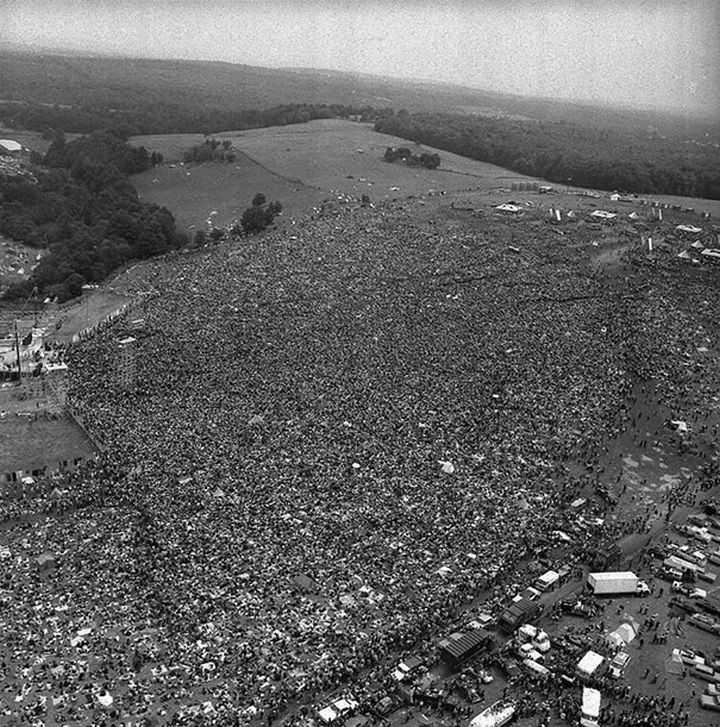 21 Historical Photos - Peaceful crowds gather for the first Woodstock, 1969.